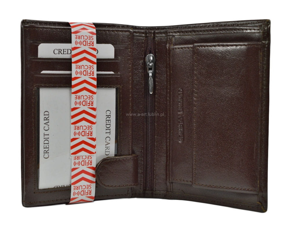 a669f9d6e3758 Duży portfel męski mieści dowód rejestracyjny. portfel męski TSHC3991R. portfel  męski TSHC3991R · portfel męski TSHC3991R · portfel męski TSHC3991R ...